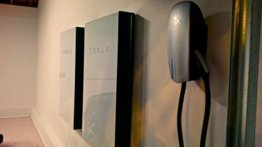 Tesla-Powerwall-2-HPWC-garage